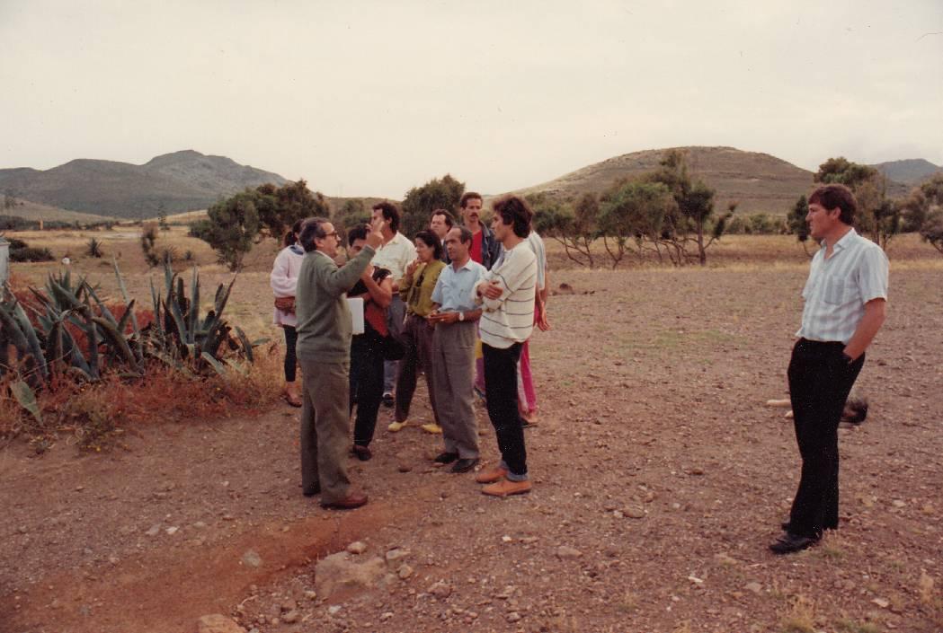 Hermelindo Castro y vecinos en Genoveses 1986