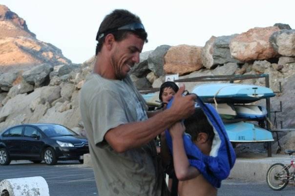 Bruno con un alumno de la Escuela de  San José PN Cabo de Gata Níjar
