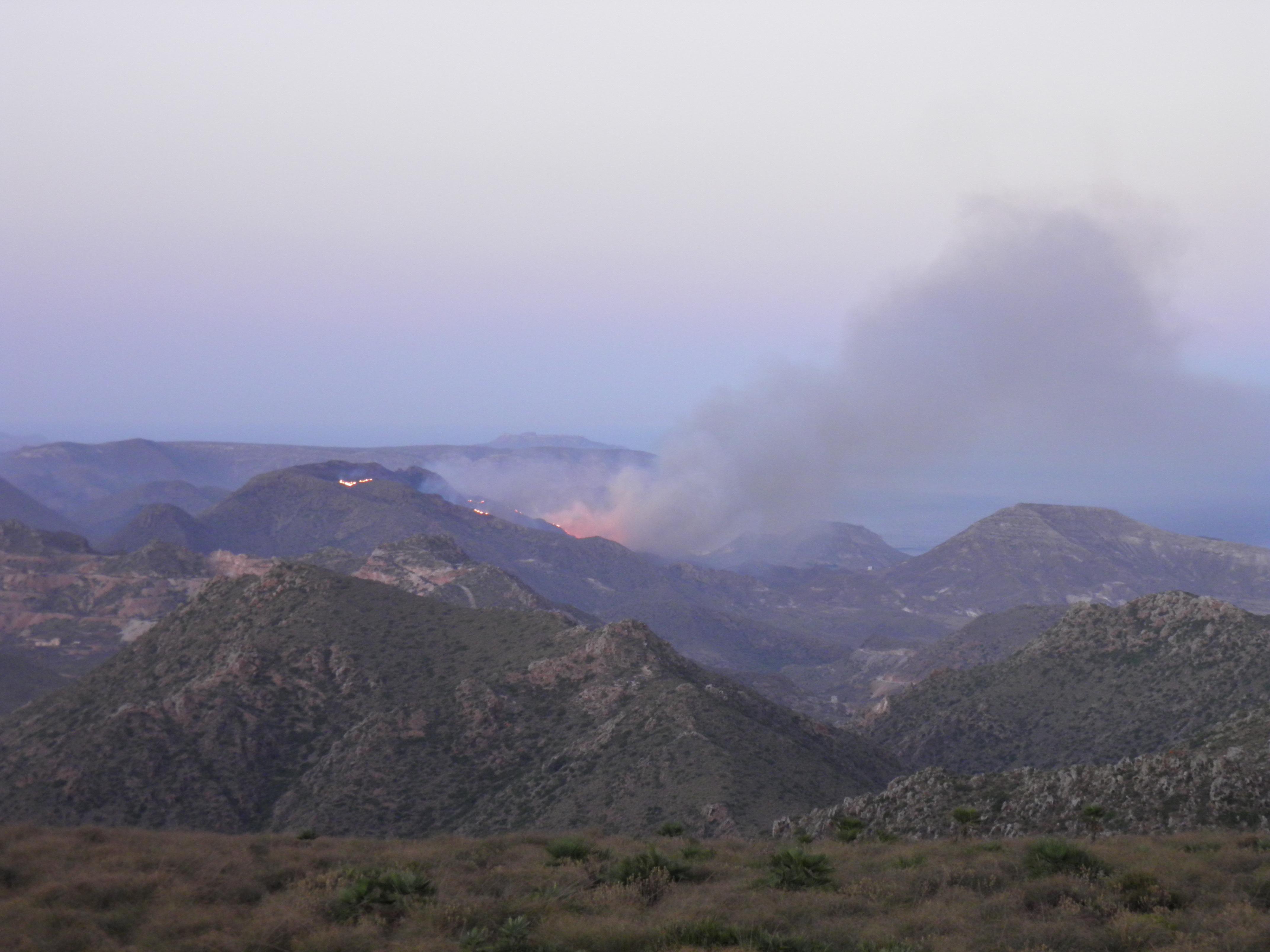 Incendio desde caseta vigilancia La Rellana PN Cabo de Gata Nijar