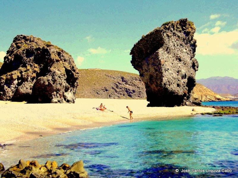 Playa de los Muertos Carboneras