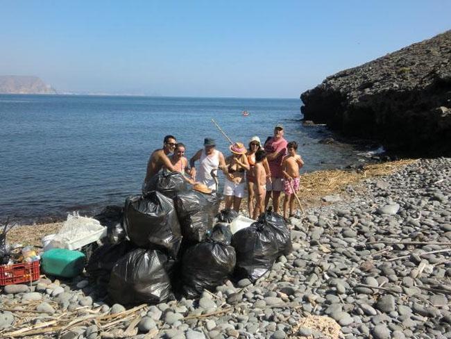 recogida restos cabo de gata playa bergantin