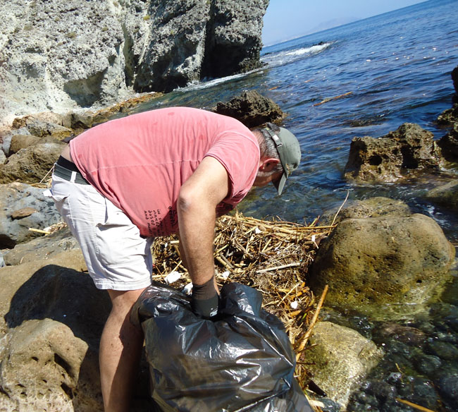 cabo de gata parquenatural limpiando playas