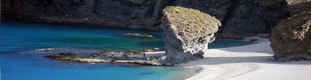 Monolito Playa de Los Muertos Cabo de Gata